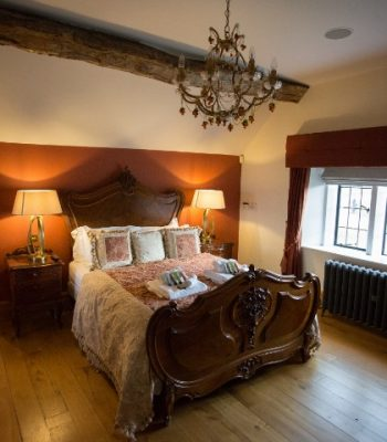 merrydale-manor-autumn-bedroom-1