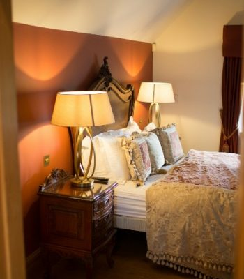 merrydale-manor-autumn-bedroom-10