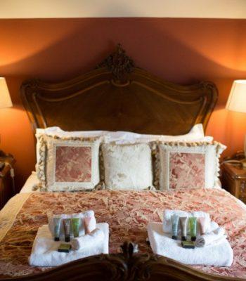 merrydale-manor-autumn-bedroom-3