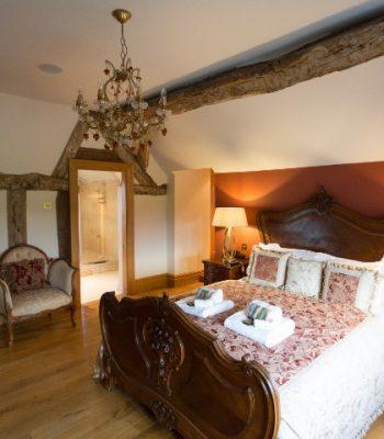 merrydale-manor-autumn-bedroom-4