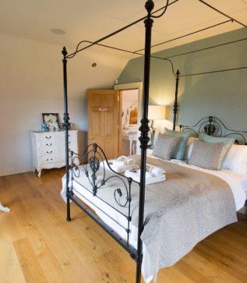merrydale-winter-bedroom-2